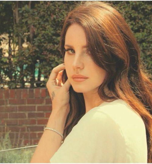Μια spoken word ποιητική συλλογή από την Lana Del Rey